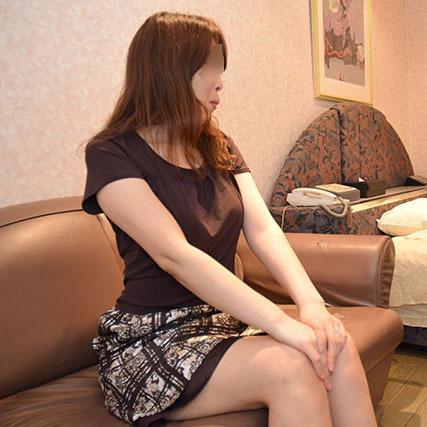 【○x個人撮影】人の奥さん愛奴2号に年下の単独男性を与え3Pしてみた。(前編)